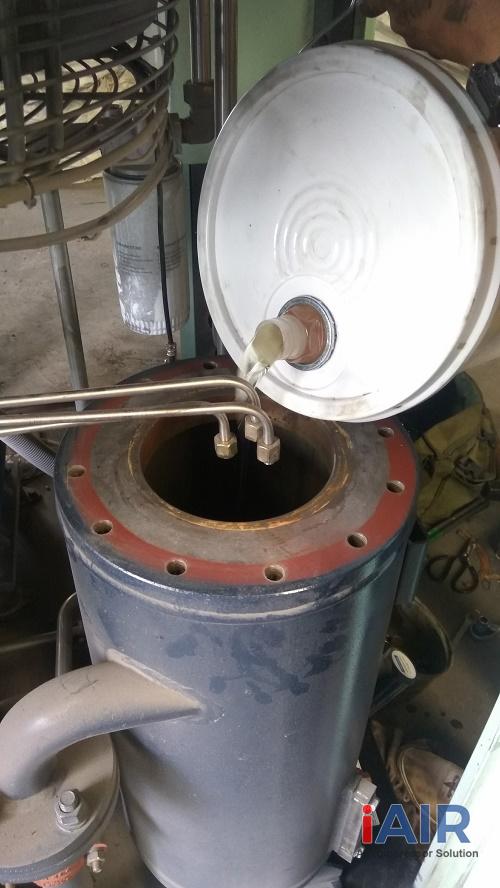 Thay dầu máy nén khí trục vít Compkorea 37 kw
